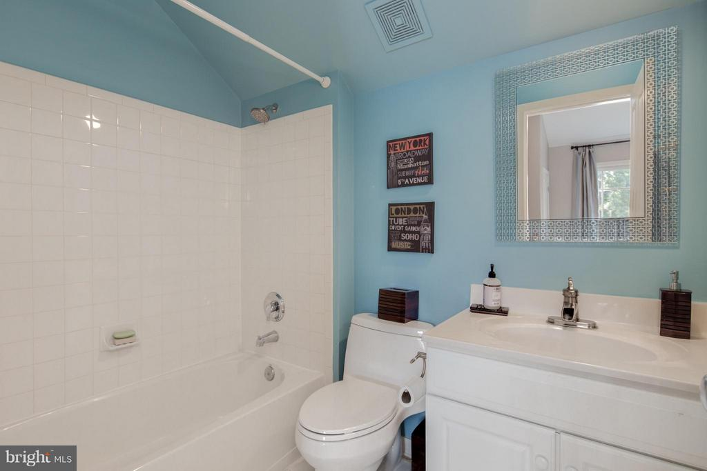 3rd Full Bathroom w/ Vaulted Ceiling - 2743 11TH ST N, ARLINGTON