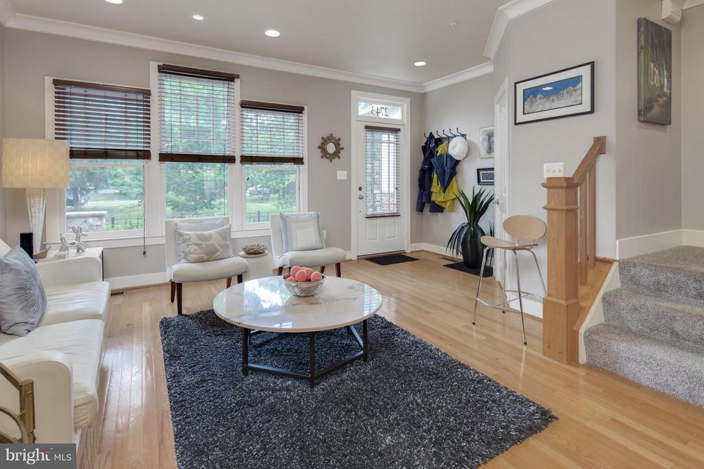 Large, Sunny Living Area w/ High Ceilings - 2743 11TH ST N, ARLINGTON