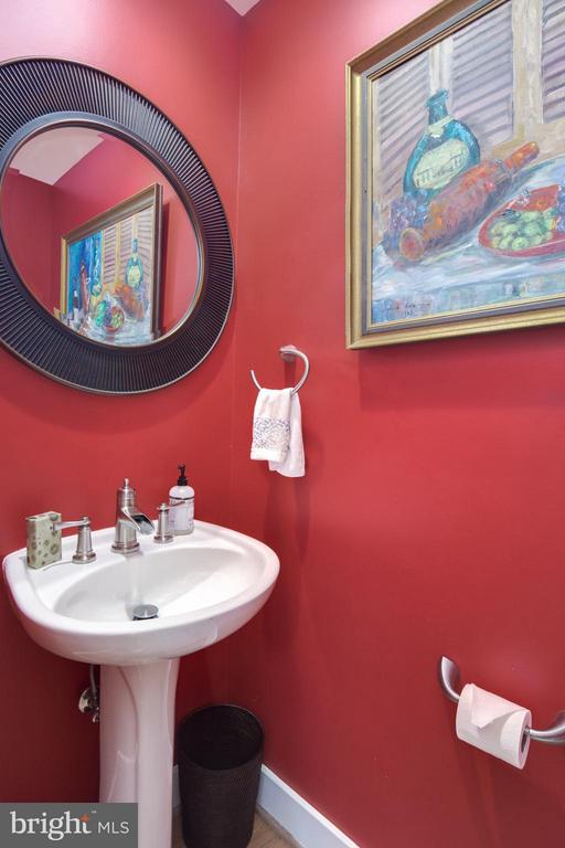 Main Level Powder Room w/ Pedestal Sink and Mirror - 2743 11TH ST N, ARLINGTON