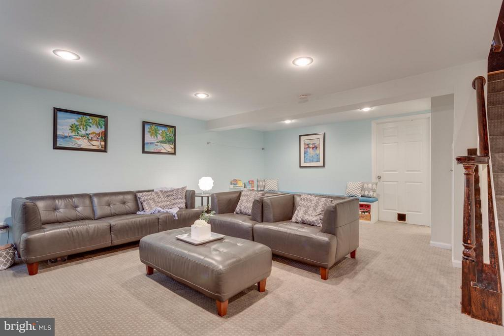Renovated basement with new carpeting - 2961 SYCAMORE ST, ALEXANDRIA