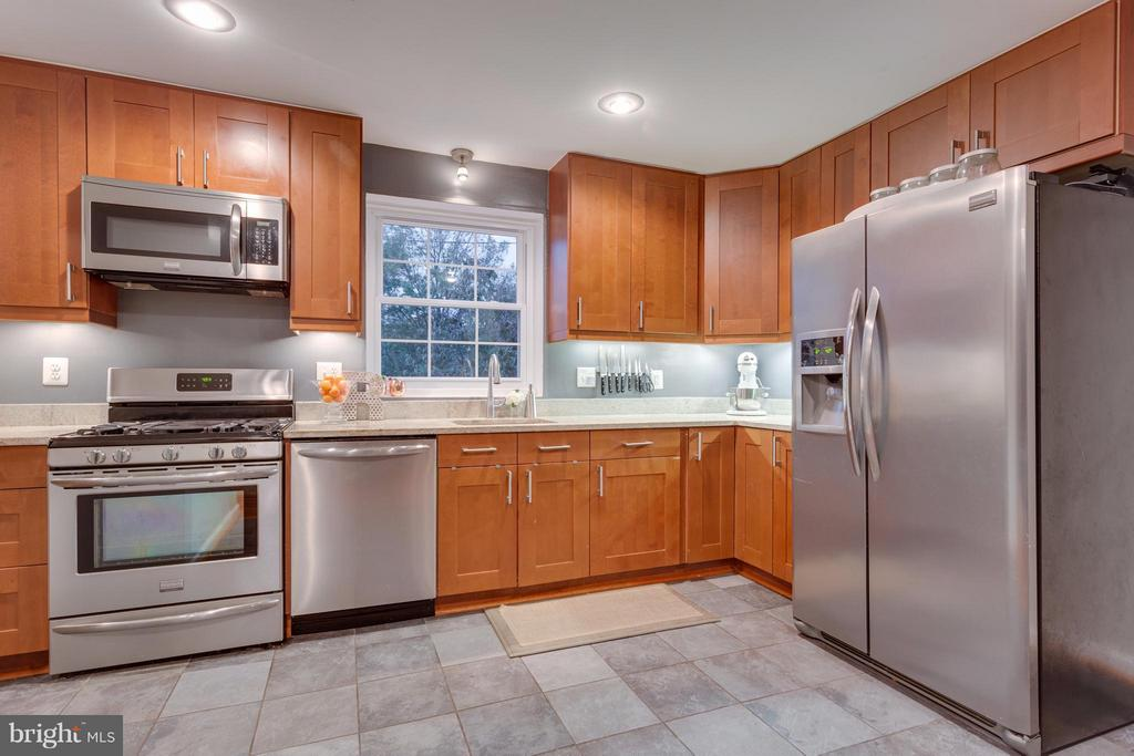 Fully renovated kitchen w/ SS appliances - 2961 SYCAMORE ST, ALEXANDRIA