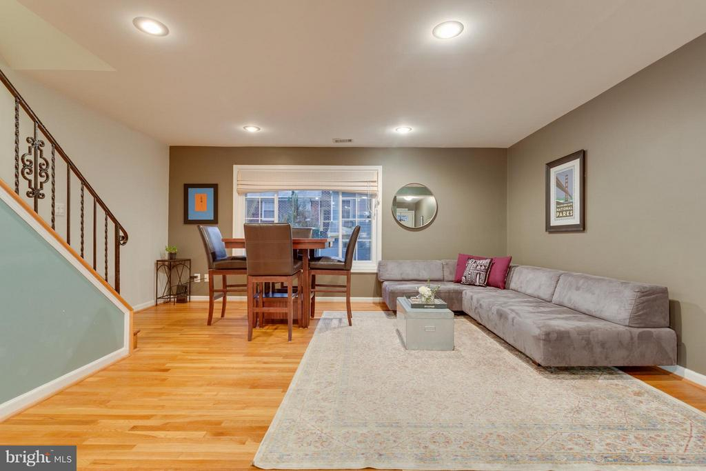 Open living and dining areas - 2961 SYCAMORE ST, ALEXANDRIA
