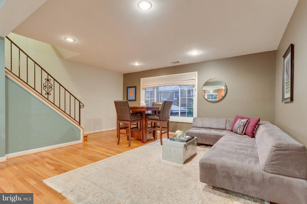 Living and Dining areas with views to the backyard - 2961 SYCAMORE ST, ALEXANDRIA