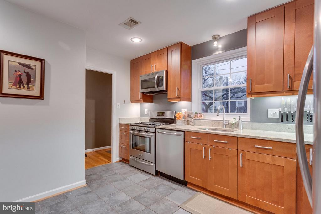 Kitchen with recessed lighting and undermount sink - 2961 SYCAMORE ST, ALEXANDRIA