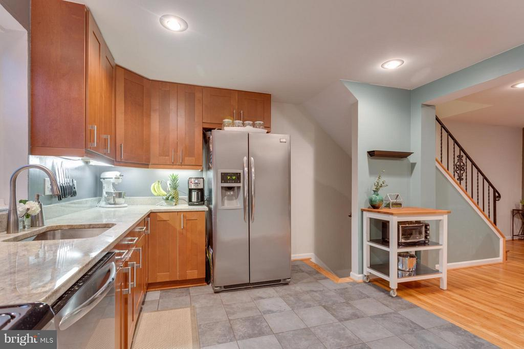 Kitchen with under-cabinet lighting - 2961 SYCAMORE ST, ALEXANDRIA
