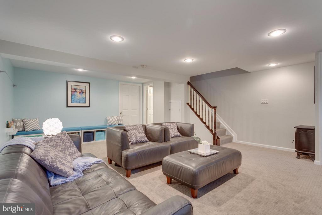 Basement has inside and outside access - 2961 SYCAMORE ST, ALEXANDRIA