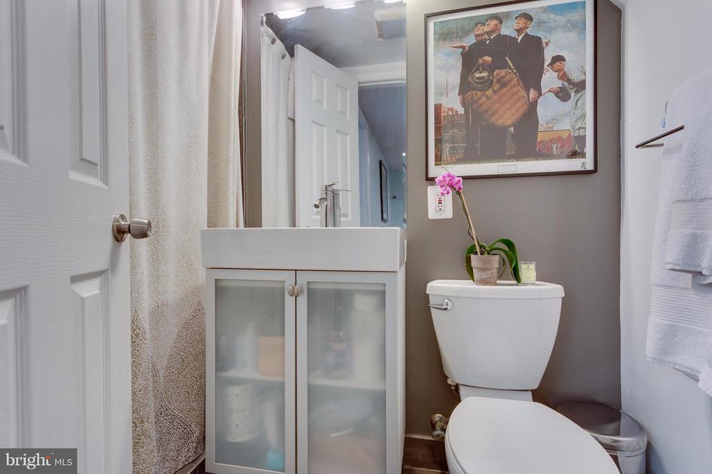Full renovated bath in basement - 2961 SYCAMORE ST, ALEXANDRIA