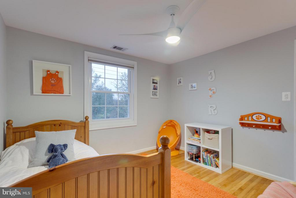 2nd bedroom with hardwood floors and ceiling fan - 2961 SYCAMORE ST, ALEXANDRIA