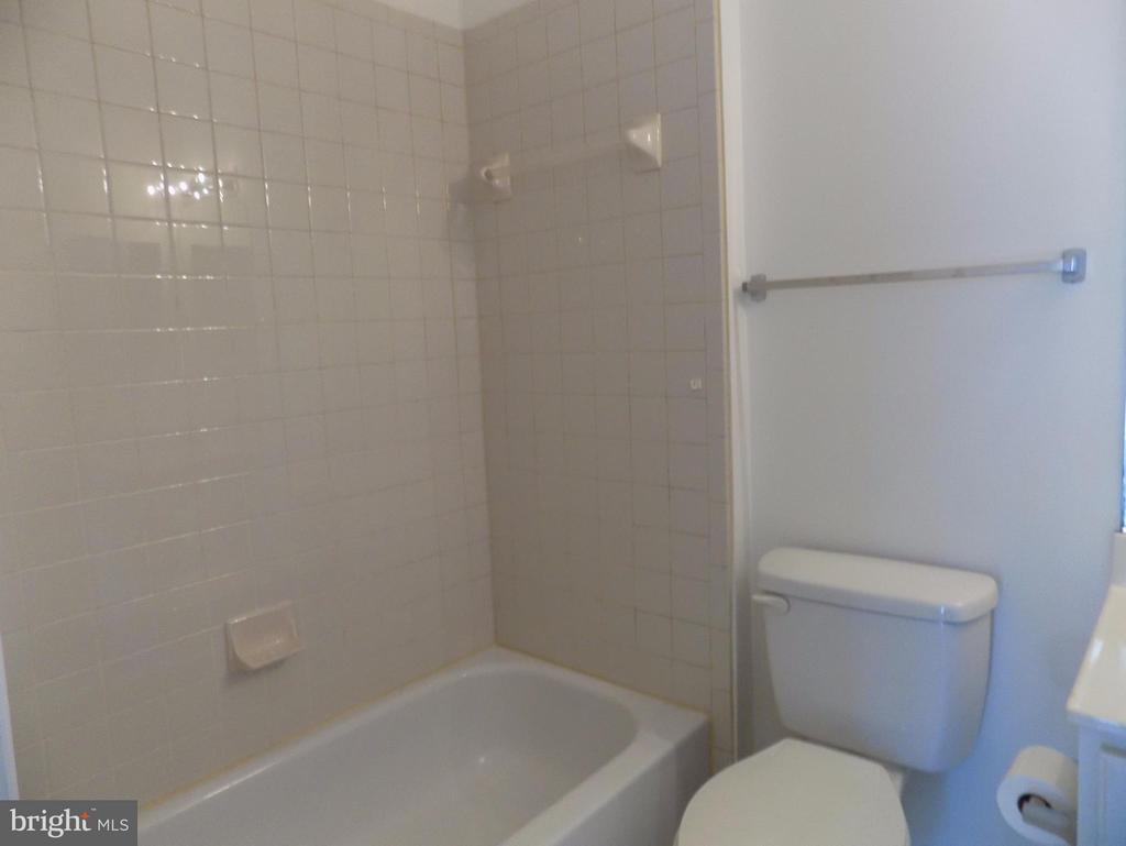 Second Bath - 93 SMITHFIELD WAY, FREDERICKSBURG