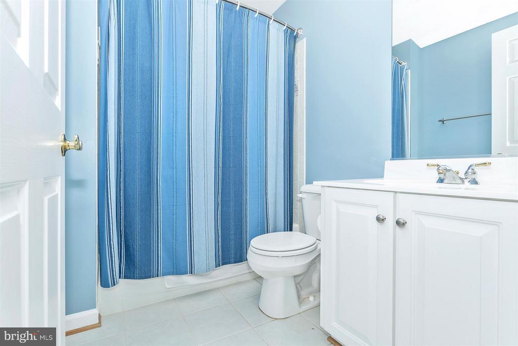 Upper level  bathroom. - 10411 WHITEROSE DR, NEW MARKET