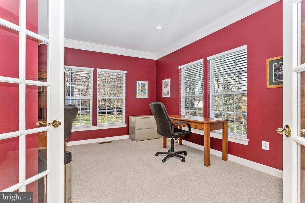 Office/Den - 10411 WHITEROSE DR, NEW MARKET