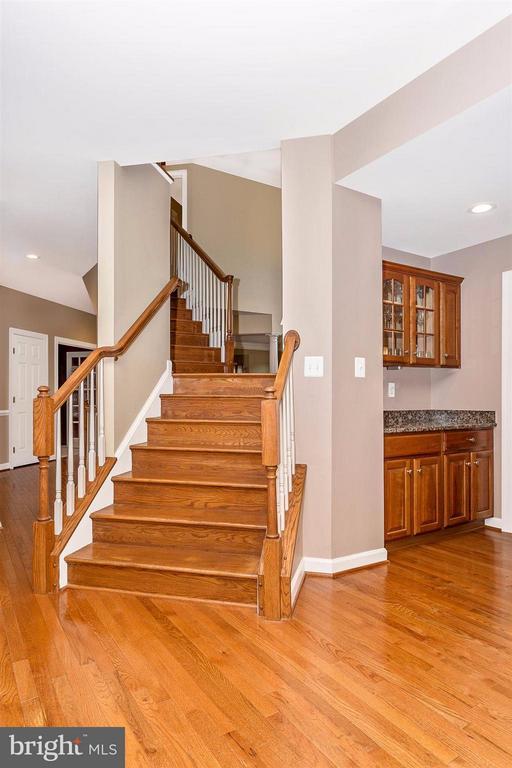 Back staircase. - 10411 WHITEROSE DR, NEW MARKET