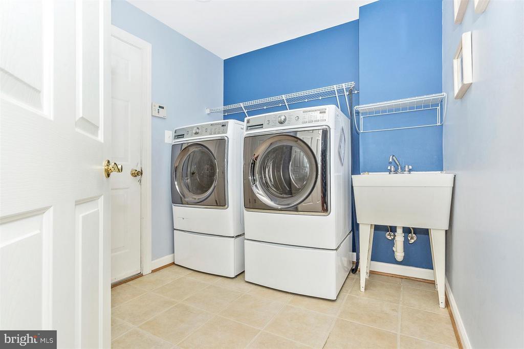 Main level laundry room. - 10411 WHITEROSE DR, NEW MARKET