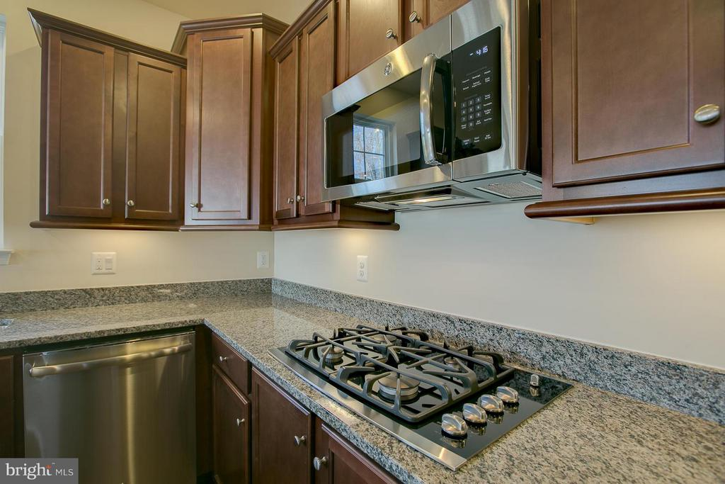 Gas Cooktop & Granite Counters - 312 PEAR BLOSSOM RD, STAFFORD