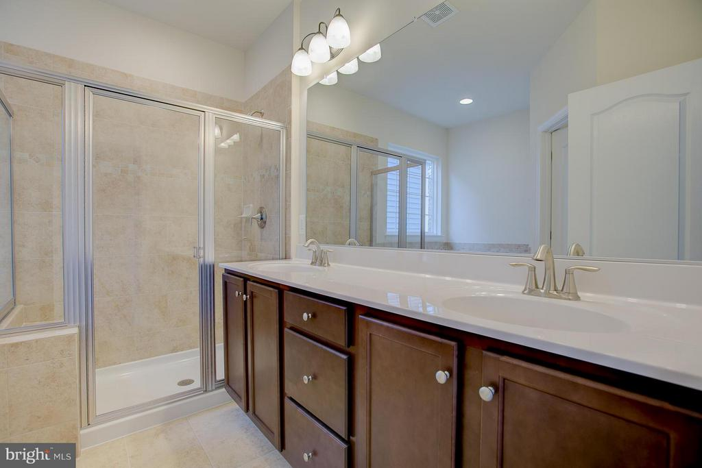 Bath (Master) Double Sink and Huge Shower w/Seat! - 312 PEAR BLOSSOM RD, STAFFORD