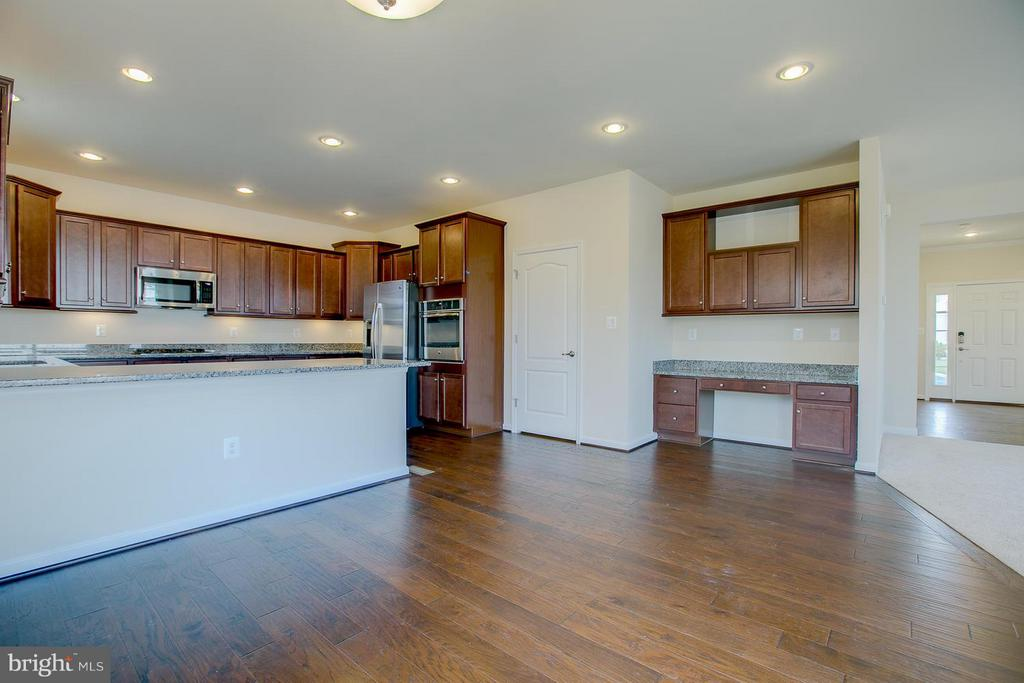 Over-sized Kitchen Island Fits Several Bar Stools! - 312 PEAR BLOSSOM RD, STAFFORD