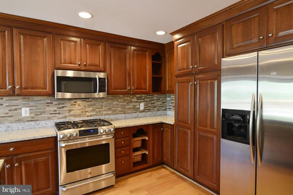 STAINLESS CAFE APPLIANCES - 36734 PELHAM CT, PURCELLVILLE