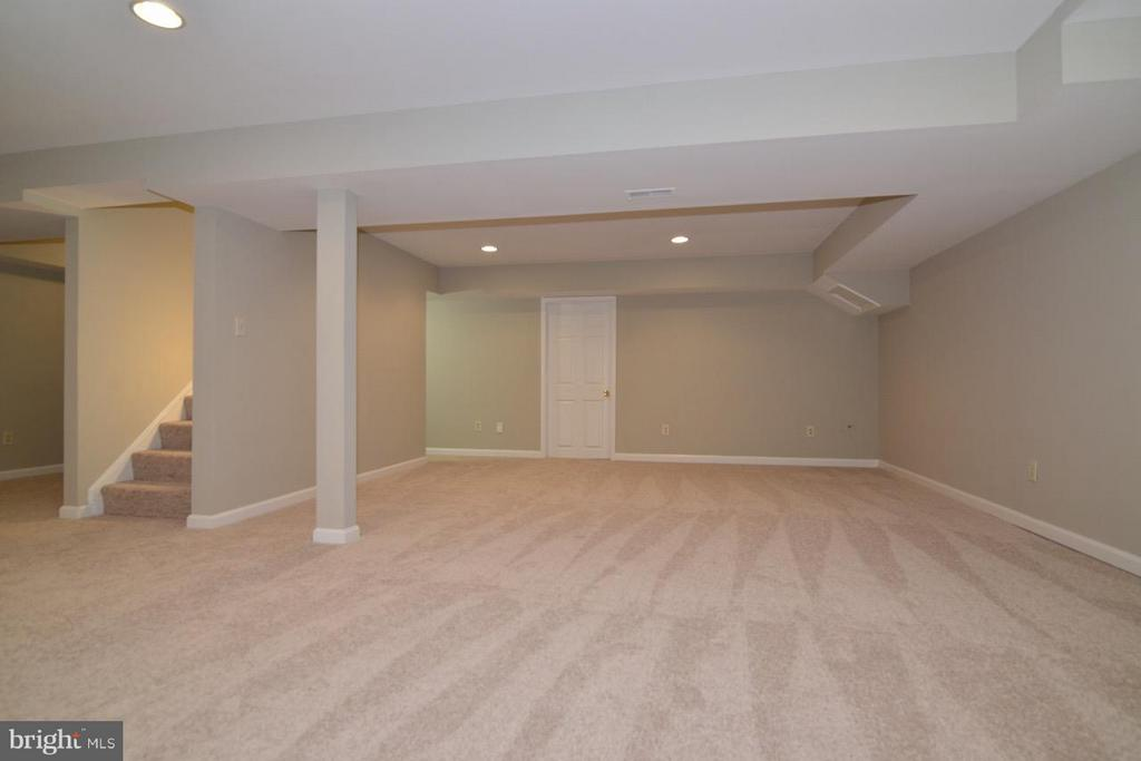 GREAT REC ROOM OR OFFICE - 36734 PELHAM CT, PURCELLVILLE