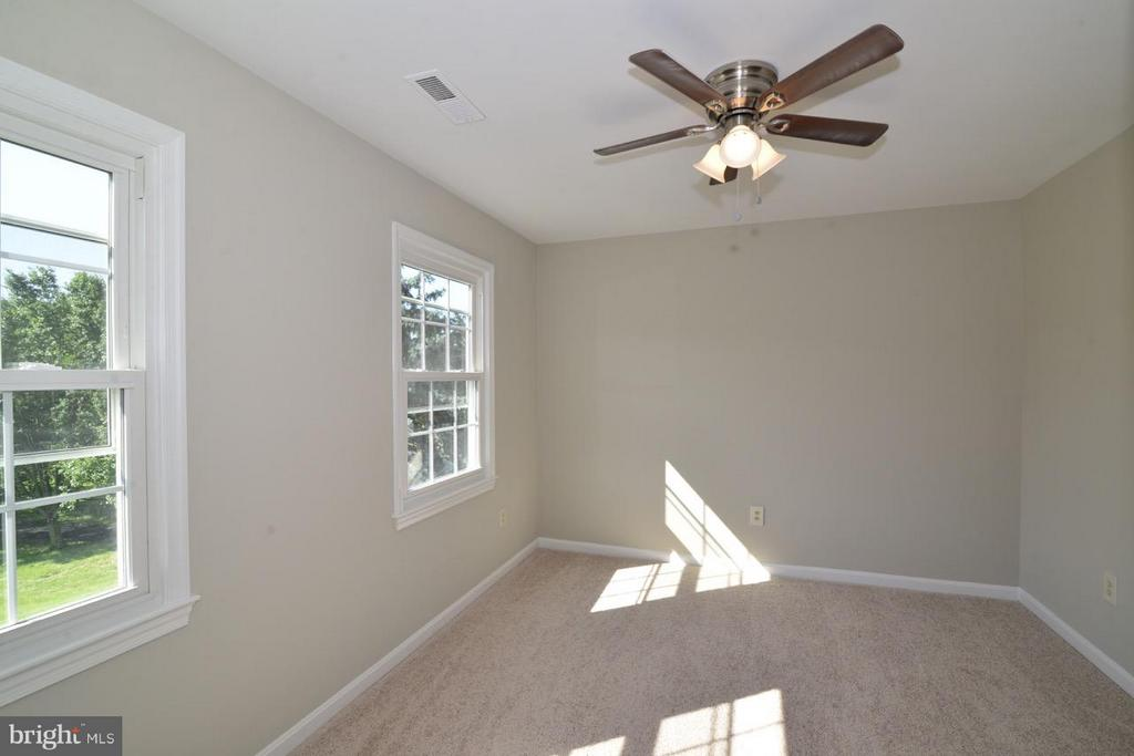 ALL BEDROOMS HAVE NEW CARPETING - 36734 PELHAM CT, PURCELLVILLE