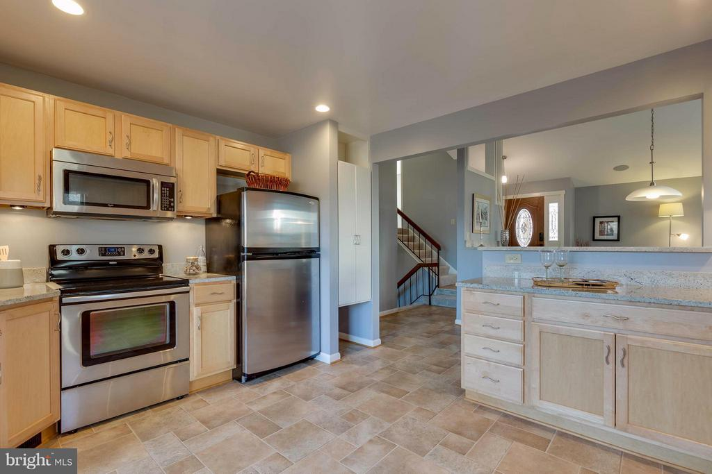 Stainless energy saver appliances - 106 VICTORIA PL, STERLING