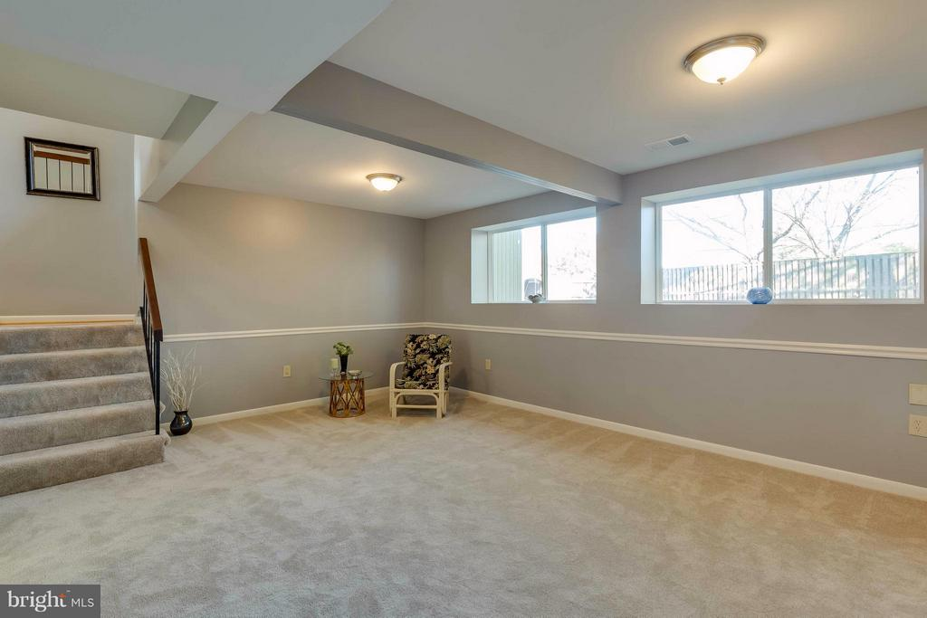 freshly painted whole house with brand new carpets - 106 VICTORIA PL, STERLING