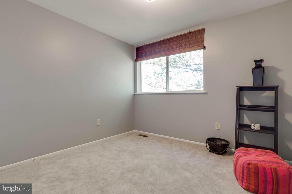large bedrooms with big windows - 106 VICTORIA PL, STERLING