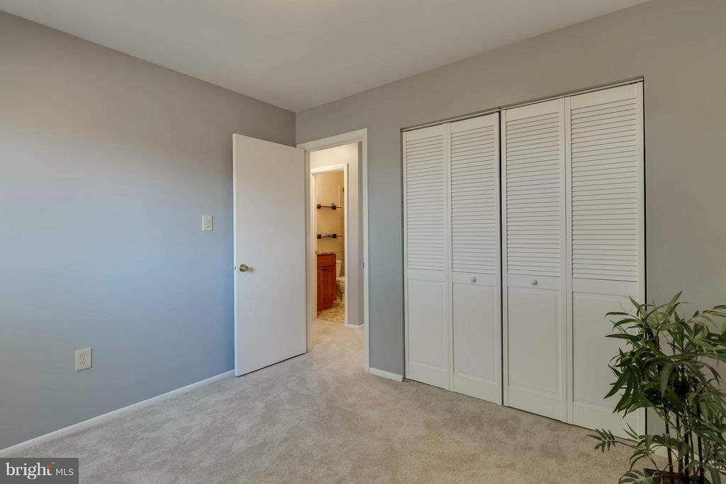 Bedroom with lots of closets - 106 VICTORIA PL, STERLING