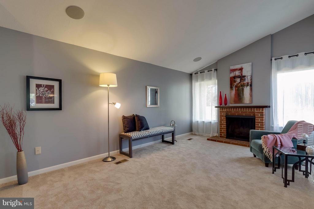 Wood burning fireplace and nice vaulted ceilings - 106 VICTORIA PL, STERLING
