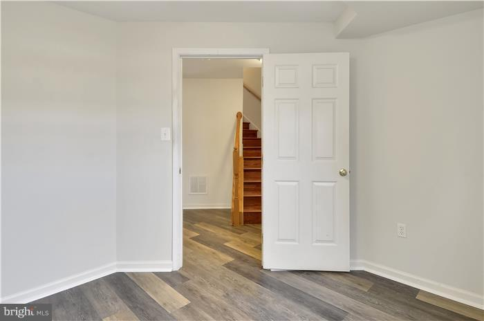 Wood staircase to basement - 5507 WESTCOTT CIR, FREDERICK
