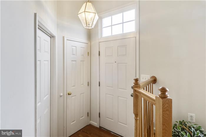 Entry foyer - coat closer - 1/2 btw to left - 5507 WESTCOTT CIR, FREDERICK