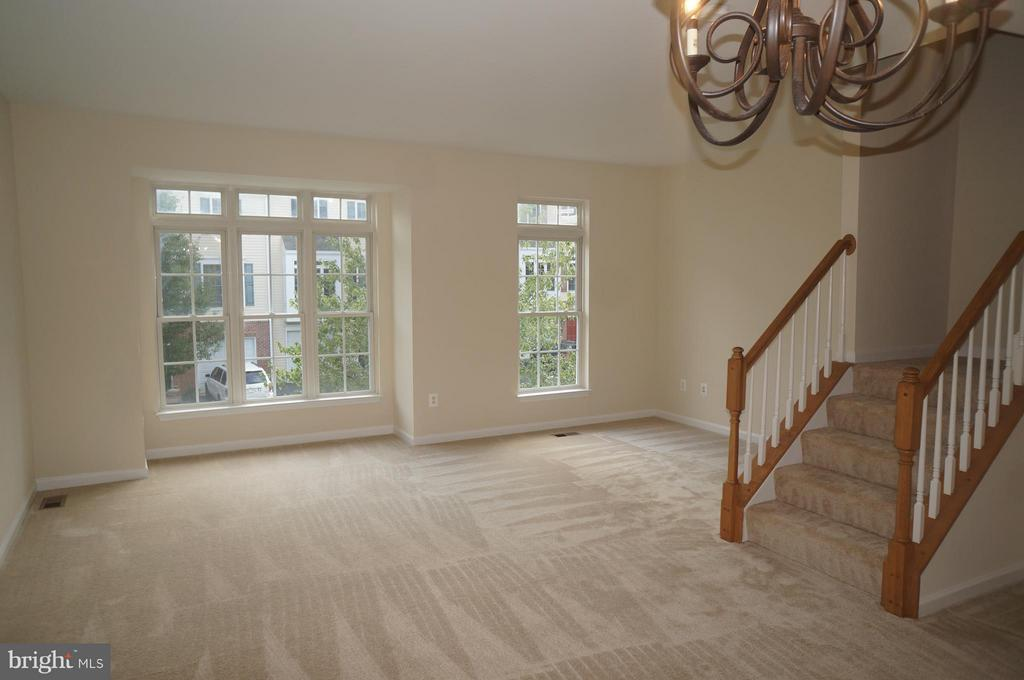 Living Room (Example) - 847 FAIRVIEW VILLAGE CT #10, CULPEPER