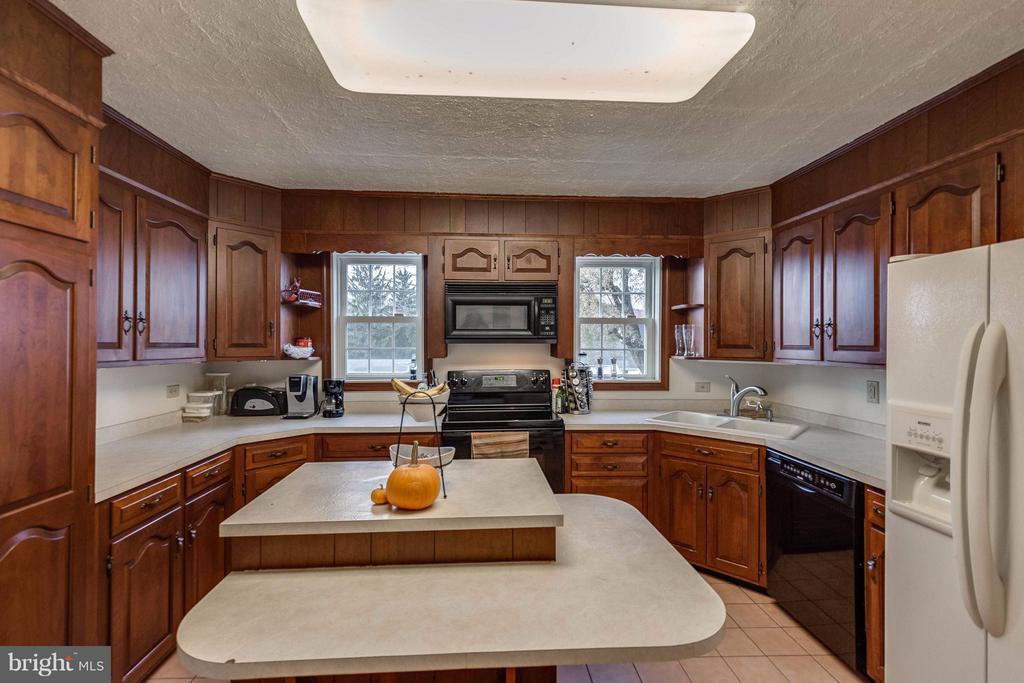 Kitchen - 25453 HIGHFIELD RD, CASCADE