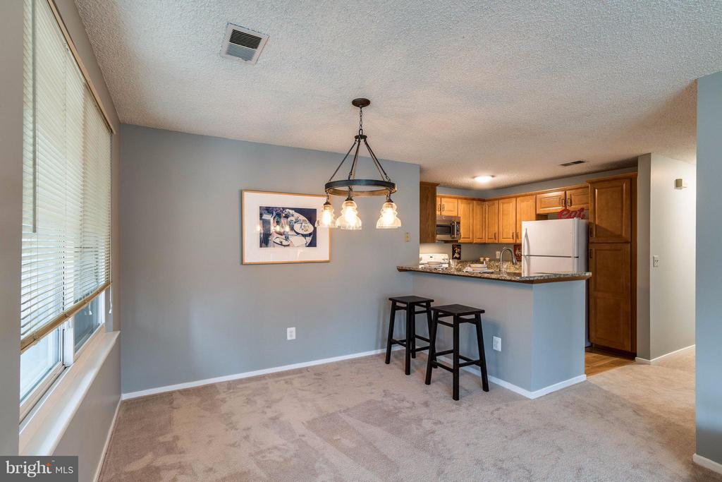 dining room  with breakfast bar - 1506C SUMMERCHASE CT #1506 #C, RESTON