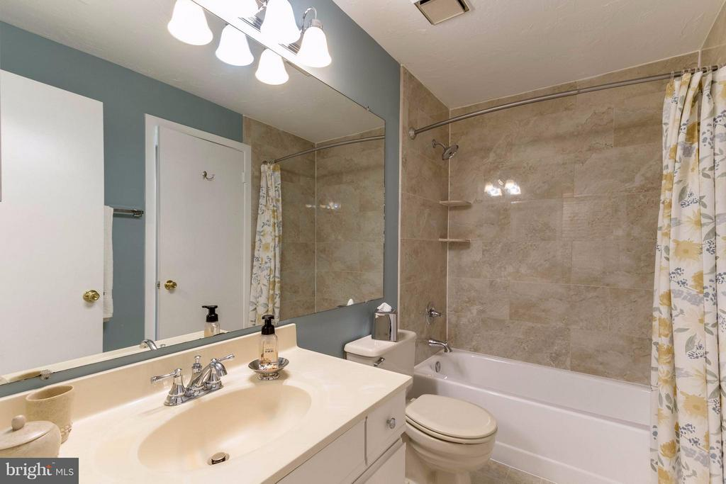 Brand new tiles and light fixtures - 1506C SUMMERCHASE CT #1506 #C, RESTON