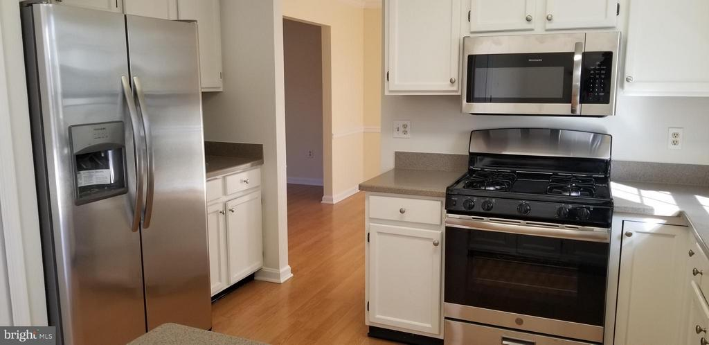 New Stainless Steel Appliances has been added. - 1 OAKBROOK CT, STAFFORD
