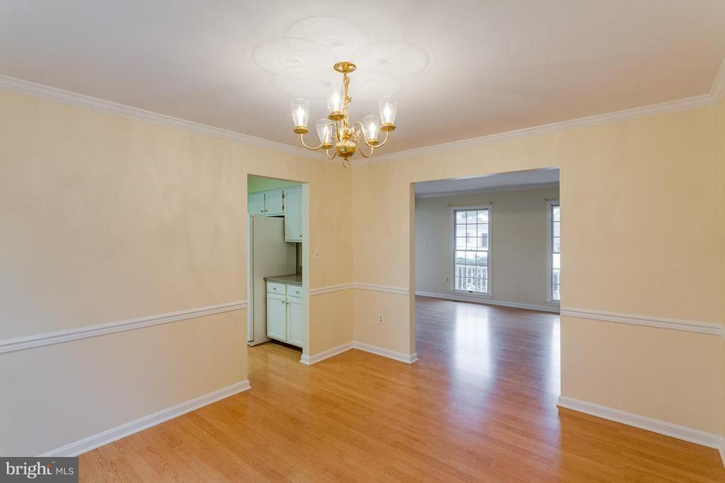 Dining Room to Kitchen and Livvng Room - 1 OAKBROOK CT, STAFFORD
