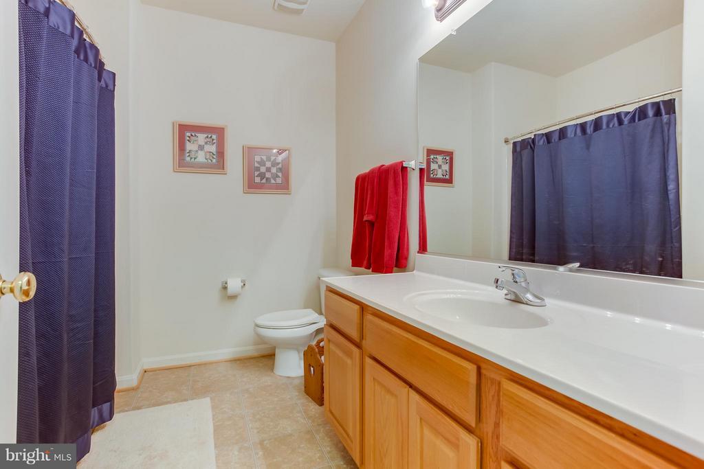 Full Bathroom - 51 EQUESTRIAN DR, STAFFORD