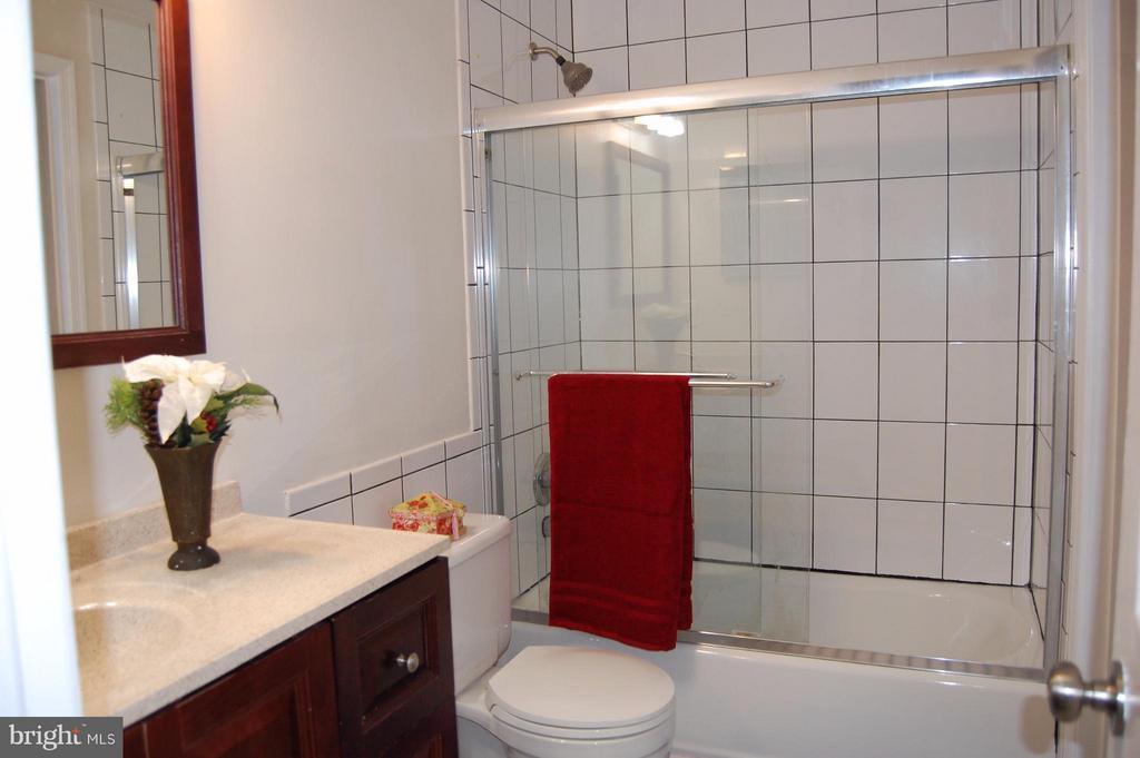 Full Bathroom - 7017 OLD BRENTFORD RD, ALEXANDRIA