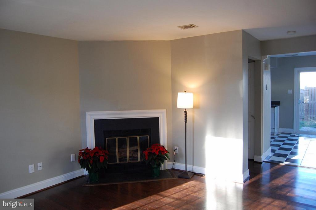 Family Room - 7017 OLD BRENTFORD RD, ALEXANDRIA
