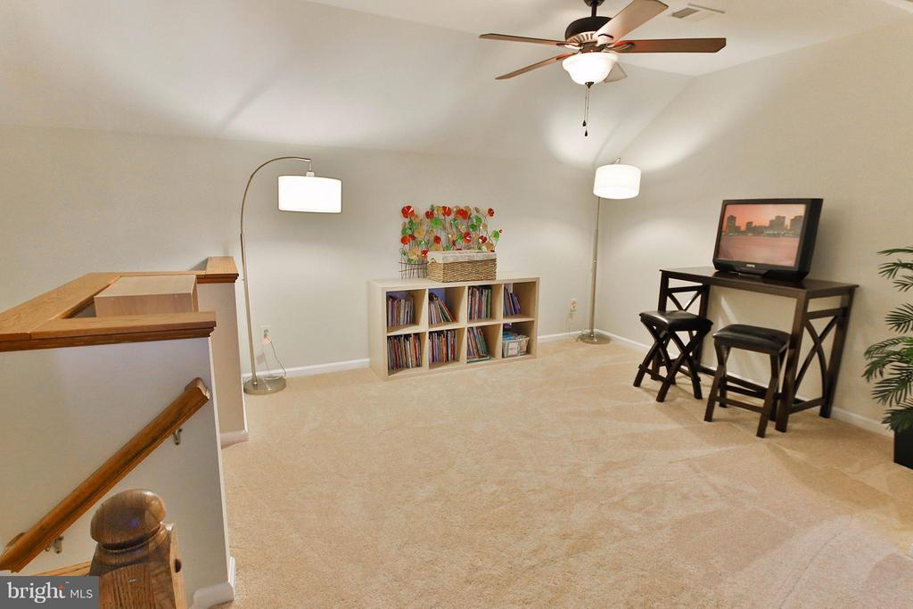 or home office, playroom...So many possibilities - 44025 ABERDEEN TER, ASHBURN
