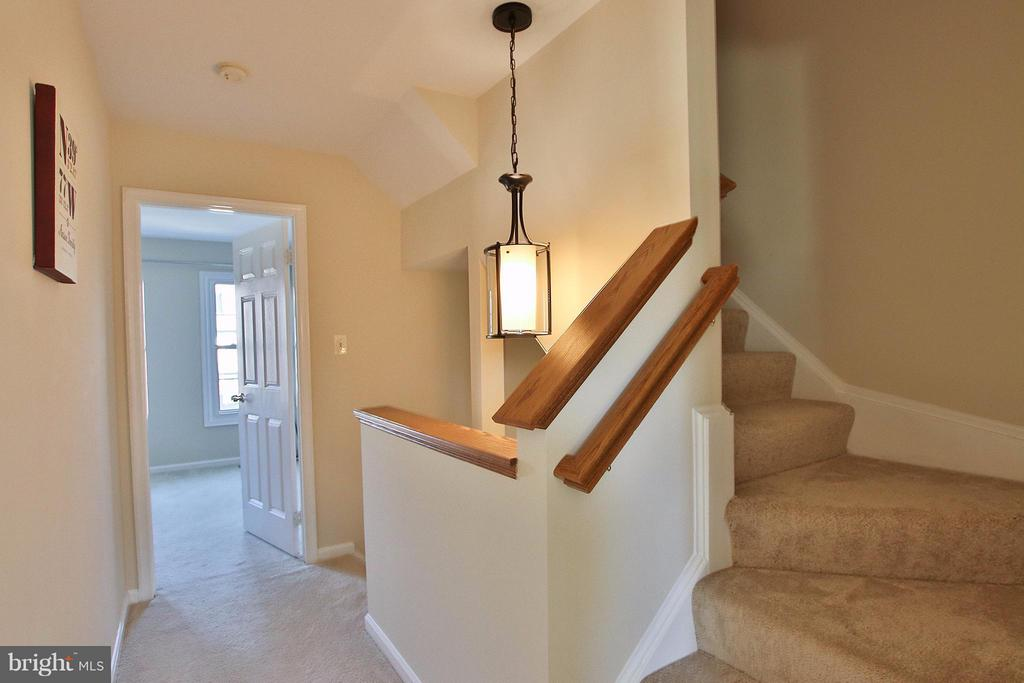 Upper hall with stairs leading to loft - 44025 ABERDEEN TER, ASHBURN