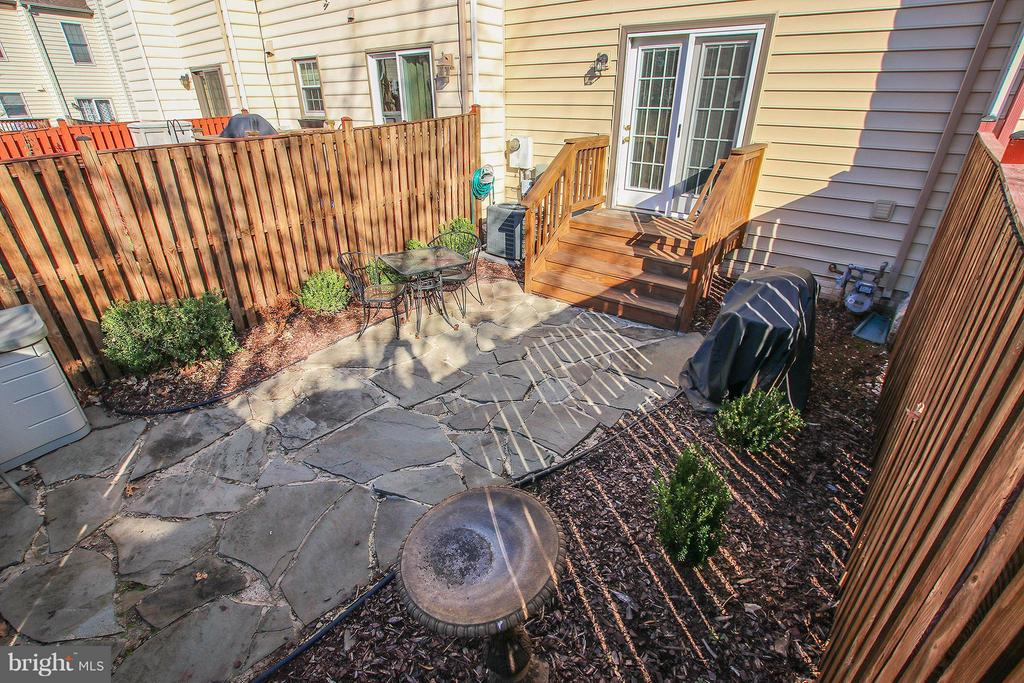 Low maintenance yard - 44025 ABERDEEN TER, ASHBURN