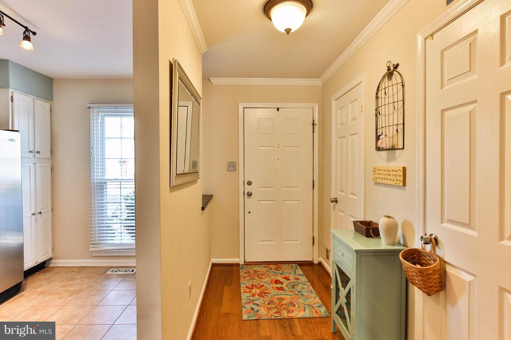 Bright, welcoming foyer with hardwood floors. - 44025 ABERDEEN TER, ASHBURN
