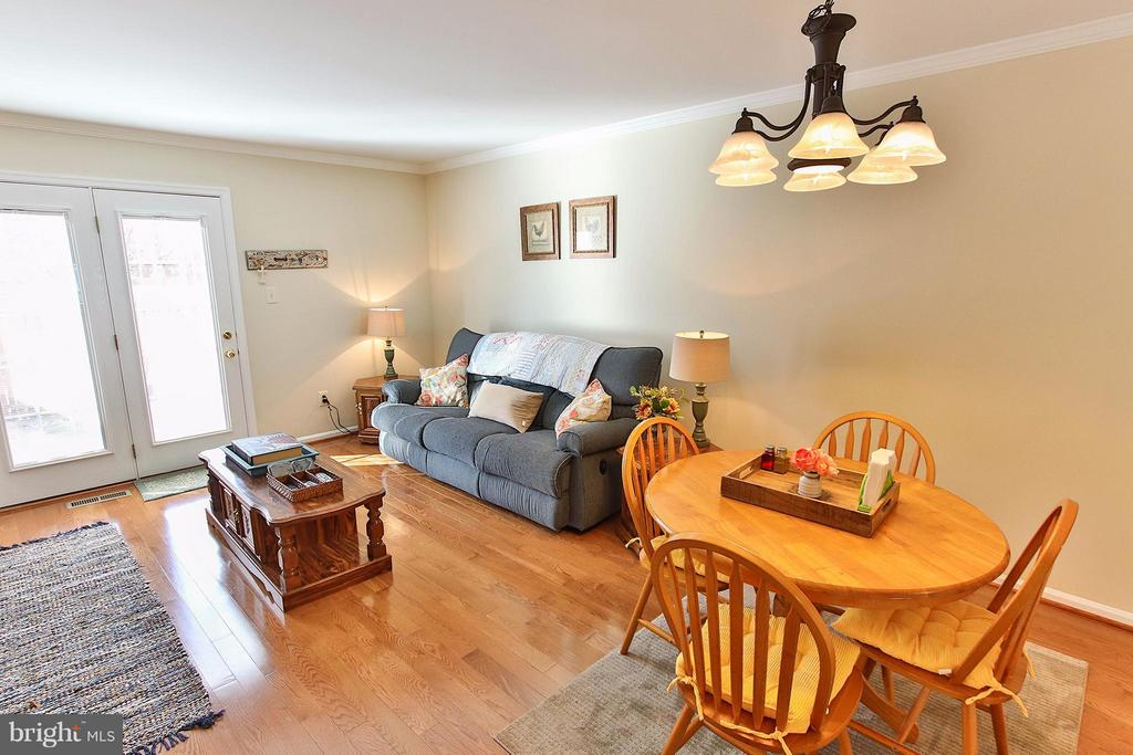 Gleaming hardwood floors & updated lighting - 44025 ABERDEEN TER, ASHBURN