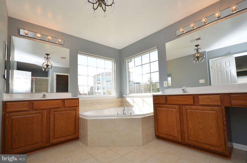 Master Bath - 405 HEARTWOOD CT, PURCELLVILLE