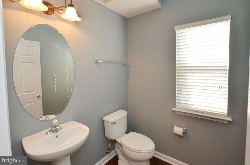 Half Bath - 405 HEARTWOOD CT, PURCELLVILLE