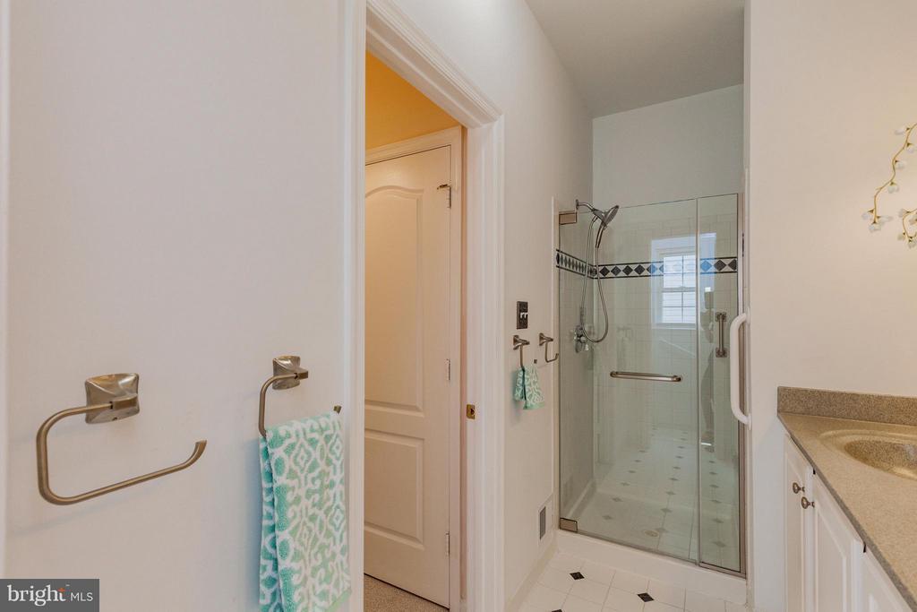 Bath (Master) - 2595 BEAR DEN RD, FREDERICK
