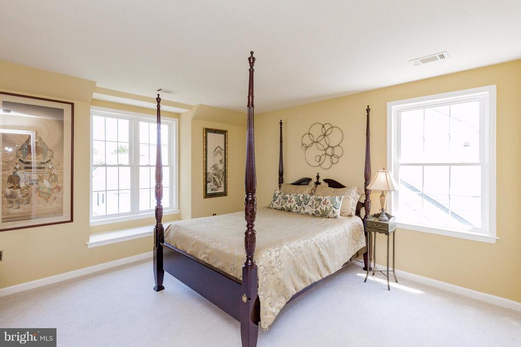 2nd Bedroom  with Walk in closet - 2595 BEAR DEN RD, FREDERICK
