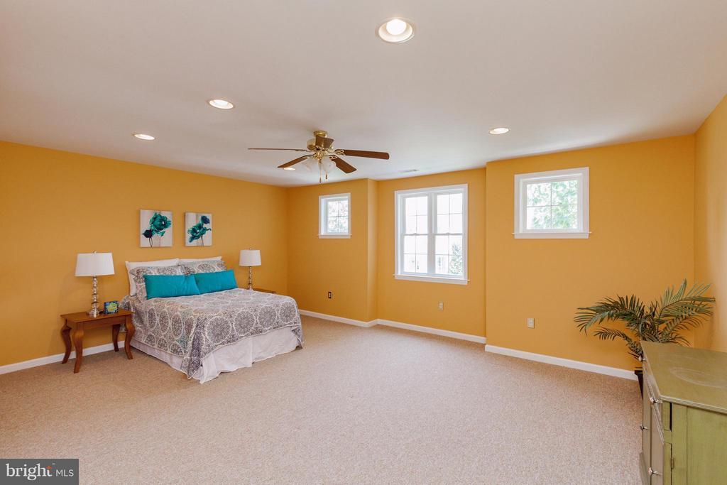 Huge bonus room - 2595 BEAR DEN RD, FREDERICK