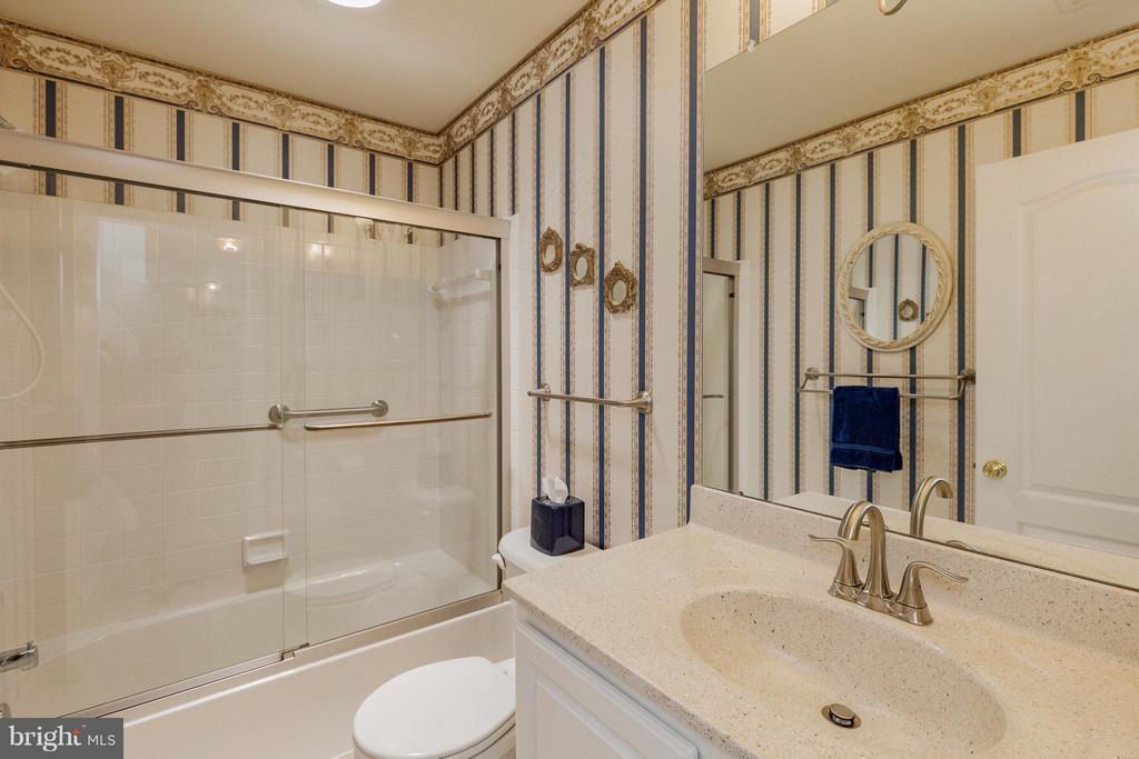 Bath - 2595 BEAR DEN RD, FREDERICK